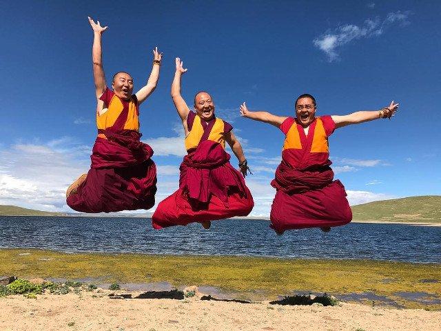 10 imagini fascinante care surprind viata unui calugar din Tibet