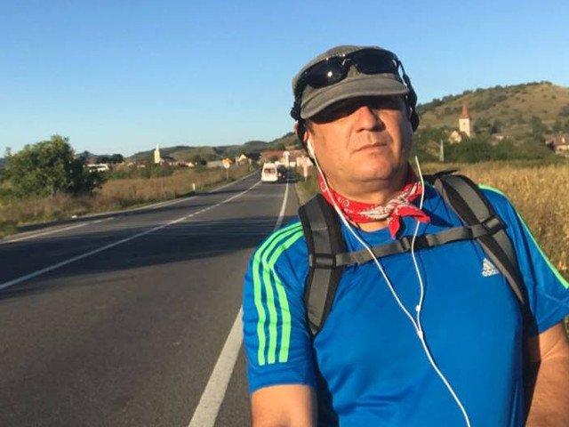 Primarul din judetul Sibiu care a mers pe jos la Bucuresti a ajuns la Administratia Prezidentiala