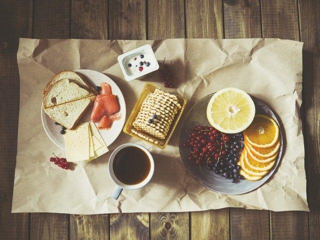 5 idei de mic dejun sanatos pentru diminetile aglomerate