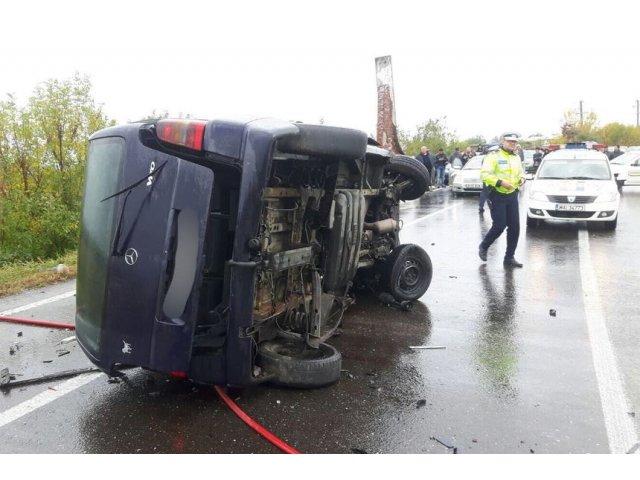 Accident grav in Ialomita: o persoana a murit, iar 14 au fost ranite