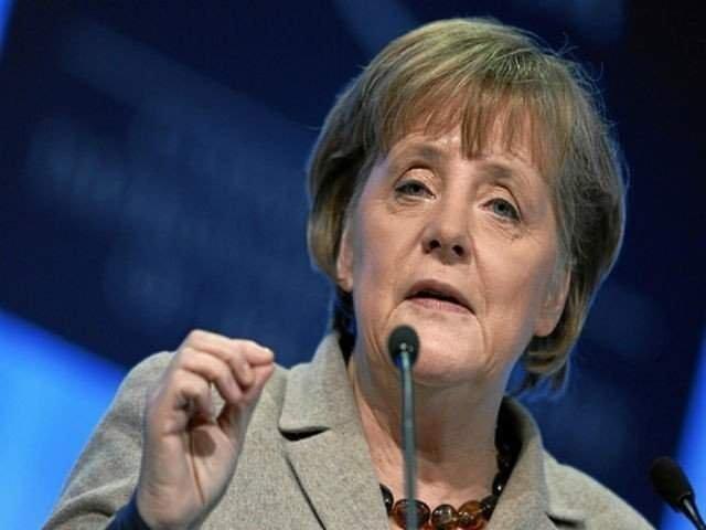 Merkel accepta pentru prima oara o forma de plafonare anuala de 200.000 de refugiati in Germania