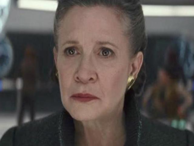 """[FOTO] Cum a reactionat cainele lui Carrie Fisher cand si-a vazut mama in trailerul """"The Last Jedi"""""""