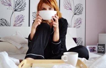 Cu ce se ocupa ea cand tu lipsesti? 10 lucruri pe care le fac femeile cand raman singure acasa