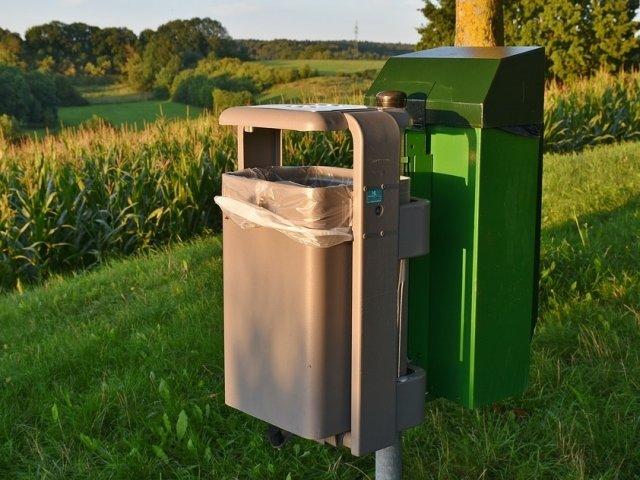 Un primar a achizitionat 760 de cosuri de gunoi stradale pe care trebuie sa achite de trei ori veniturile comunei in 2017