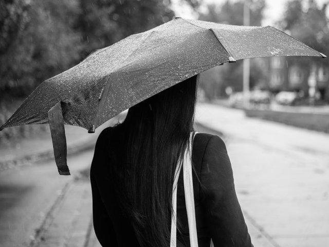 Meteorologii avertizeaza ca se schimba vremea! Ploi abundente si vant puternic, incepand de luni