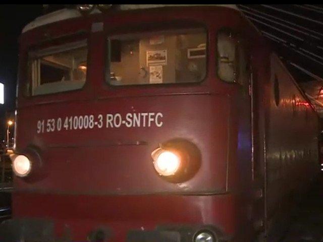 Un tren a deraiat la iesire din Gara de Nord din Capitala. Calatorii au fost nevoiti sa stea doua ore in frig