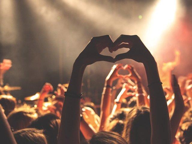 Recomandari pentru weekend: Festivaluri de film si de teatru independent, targ la MNTR, concerte pop si rock