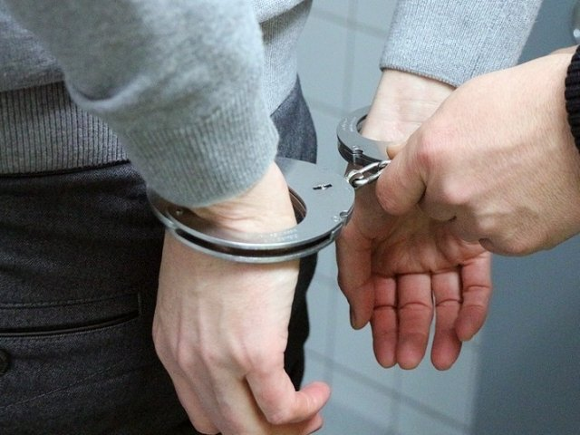 Un barbat din Sibiu suspectat ca a intretinut raporturi sexuale cu trei fete de 12-14 ani, arestat