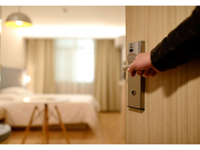 8 trucuri folosite in hoteluri pe care trebuie sa le stii inainte de a te caza in ele