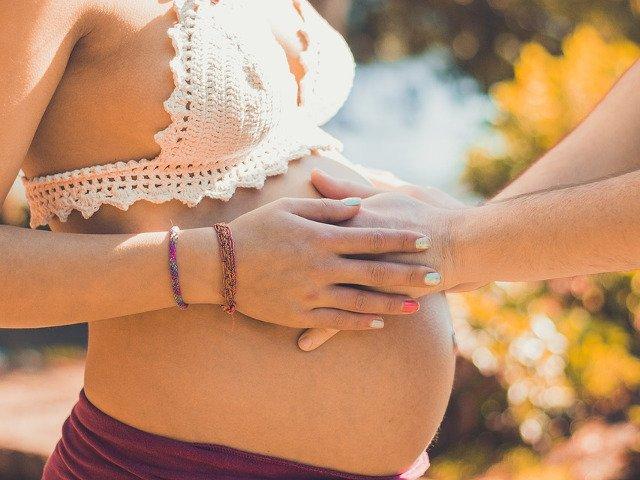 De la broaste la soareci. 8 teste ciudate de sarcina pe care le faceau femeile in trecut