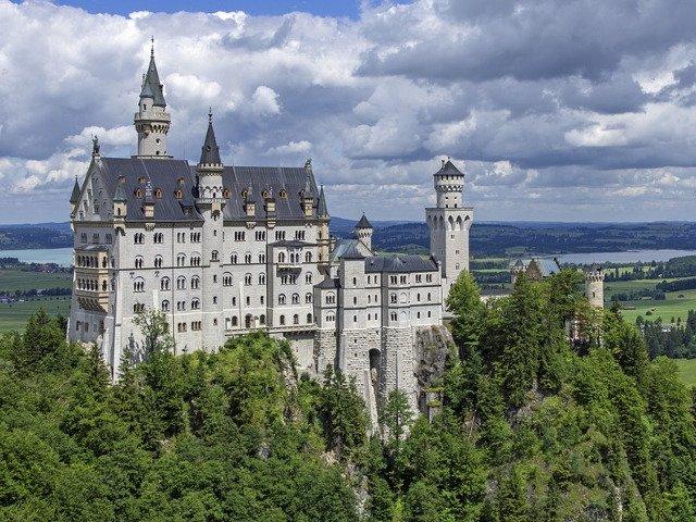 10 cele mai impresionante castele ale Europei. Pe ce loc este castelul Bran