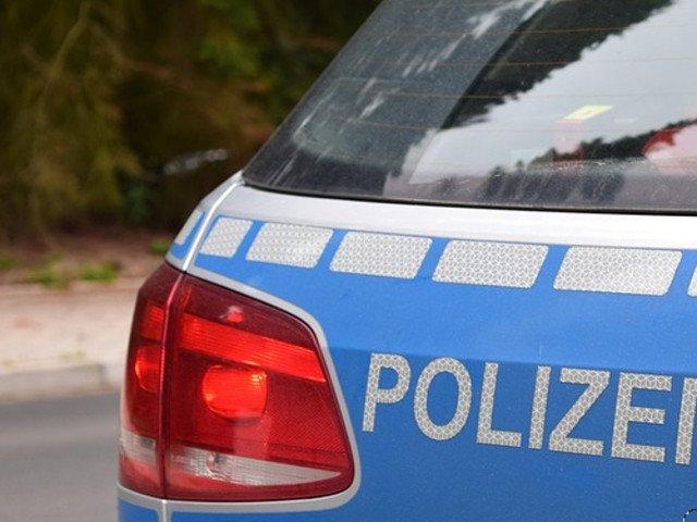 Un barbat a intrat cu masina in pietoni, in fata unui club din Germania