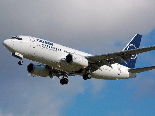 Pasagerii unei curse TAROM, blocati peste 12 ore pe aeroportul din Amsterdam. Sase persoane, lasate in aeroport. Reactia companiei
