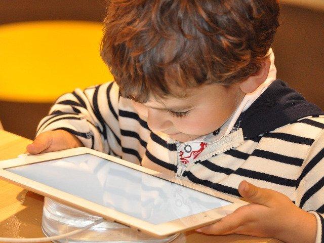 Facebook lanseaza aplicatia Messenger pentru copii