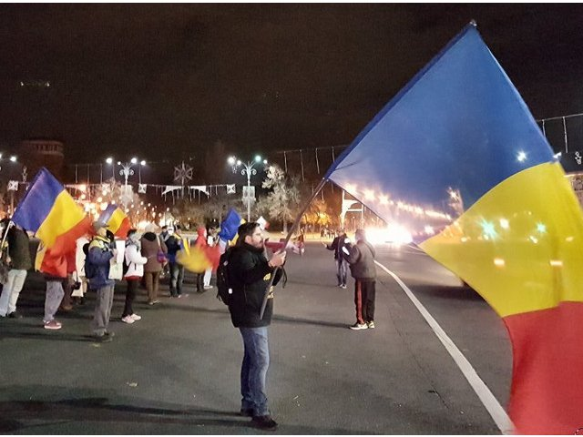 "Noi proteste, anuntate la Parlament. Vlad Voiculescu: ""O gasca de golani cu gura mare calaresc tara"""