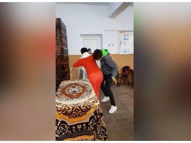 Teleorman: Elevul de clasa a opta care a agresat o profesoara a fost arestat preventiv / VIDEO
