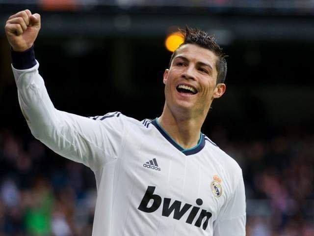[Foto] Cristiano Ronaldo a castigat Balonul de Aur pentru a cincea oara