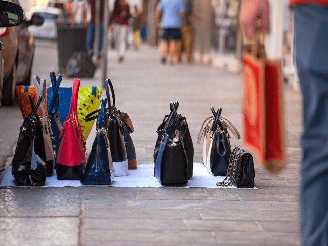 Romania pierde anual 403 milioane de euro si peste 27.000 de locuri de munca  din cauza comertului cu produse contrafacute