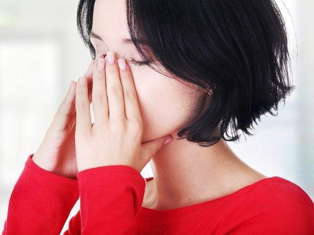 Cum sa scapi de durere si disconfort: 8 remedii naturiste pentru sinuzita