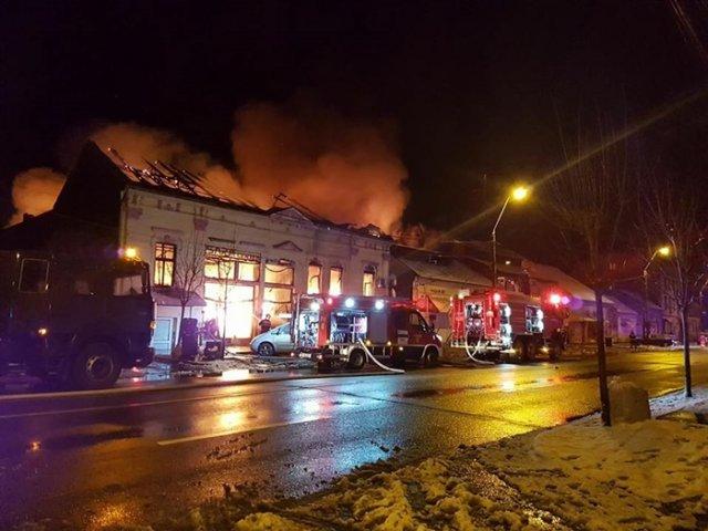Incendiu la un complex comercial din Timisoara: o persoana a fost gasita carbonizata