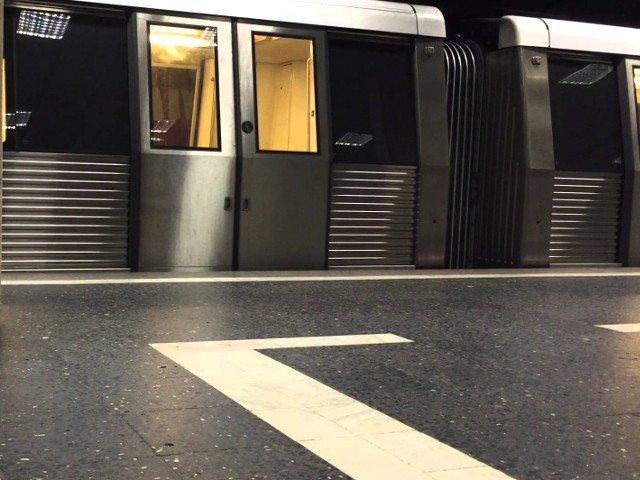 """O petitie pentru instalarea scuturilor """"anti-suicid"""" pe peroanele de metrou a fost lansata online. 12.287 de oameni au semnat deja"""