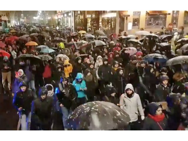 Mii de oameni au iesit in strada, in toata tara, pentru a manifesta impotriva modificarii legilor justitiei