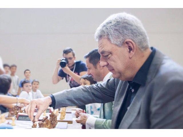 Premierul Tudose vrea sa se intalneasca pe 27 decembrie cu organizatiile civice active in prosteste
