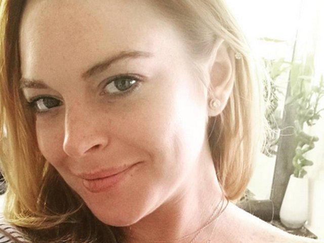 Actrita Lindsay Lohan a fost muscata de un sarpe in Thailanda