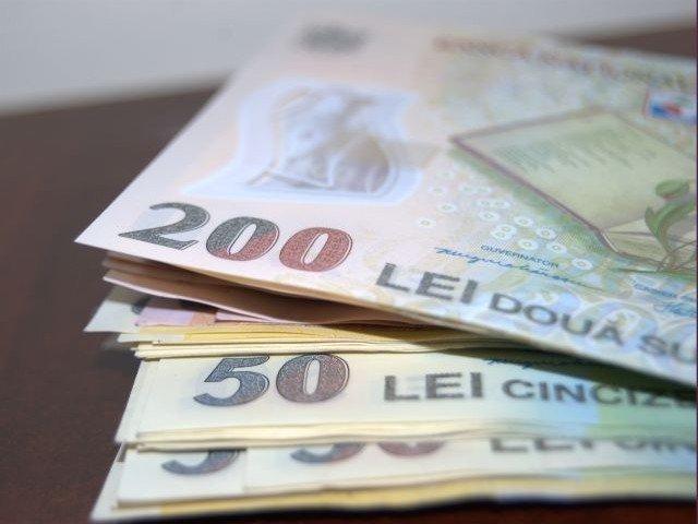 Salariul minim brut pe tara creste la 1.900 de lei, incepand cu 1 ianuarie 2018