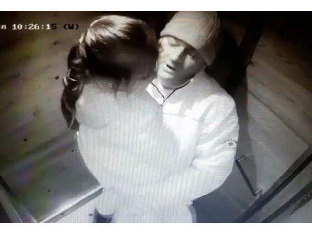 Un pedofil care a abuzat doi copii in lift este cautat de politisti