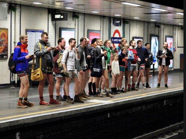 Sute de americani si britanici au sarbatorit Ziua fara Pantaloni