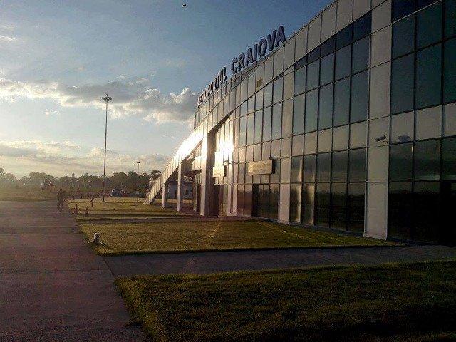 Aproximativ 200 de pasageri, blocati in Aeroportul din Craiova