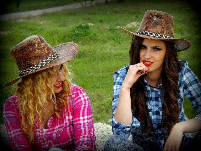Cum se manifesta gelozia in prietenie? 8 semne ca ai un amic invidios