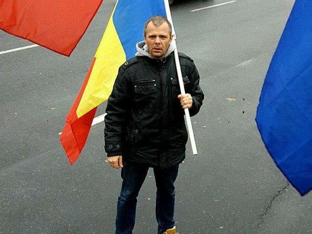Jurnalistul Malin Bot, amendat de jandarmi cu 6.000 de lei, dupa ce a fost ridicat din fata sediului PSD