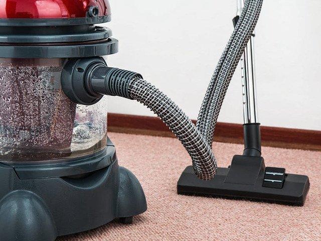 Cele mai bune metode prin care te pazesti de pericolele din praful de casa