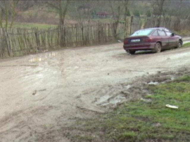 Pe ce cheltuie primarul unui sat fara canalizare, scoala si strazi asfaltate, 40.000 de euro