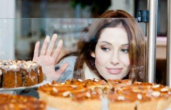 Dependent de zahar? 6 trucuri pentru a-ti stapani pofta de dulce