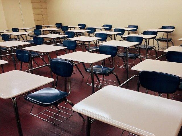Un elev de 10 ani a fost lovit in zona capului de invatatoare