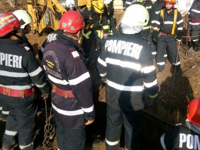Un muncitor a fost strivit de o placa de beton, in timp ce repara un cablu electric subteran
