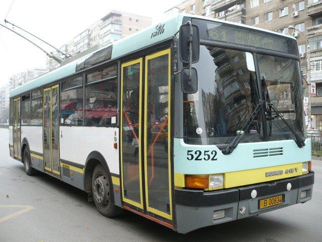 Zeci de troleibuze au fost blocate marti dimineata in centrul Capitalei, din cauza unei pene de curent