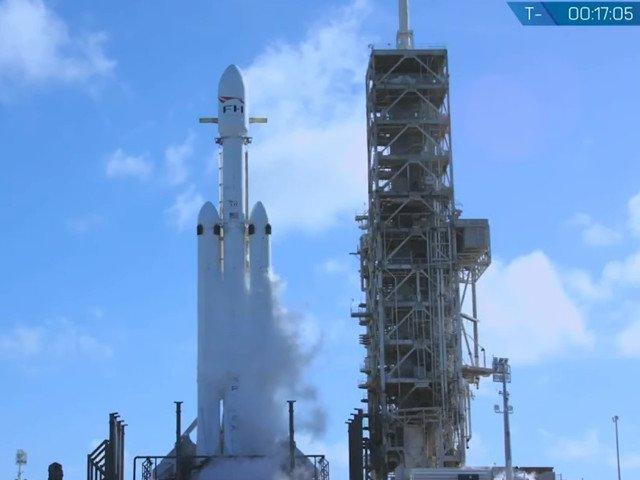 Falcon Heavy, cea mai puternica racheta din lume, lansata cu succes/ VIDEO