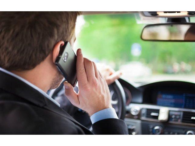 Reguli mai dure in Hexagon: francezii interzic folosirea telefoanelor mobile in masini, chiar si cand acestea sunt trase pe dreapta