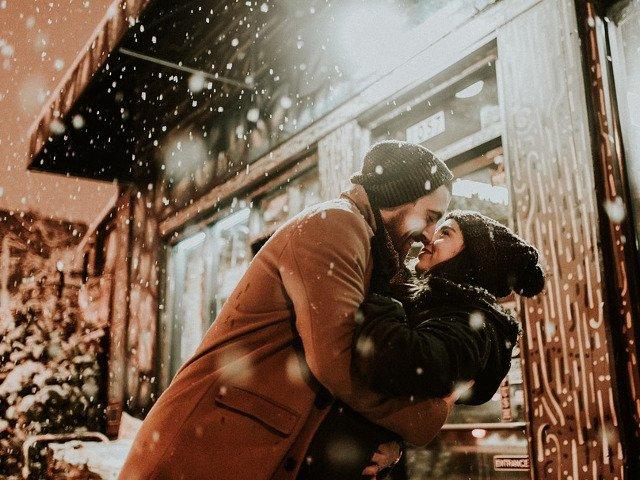 """Iubirea e o certitudine."" 10+ citate despre dragoste care vor pune indragostitii pe ganduri"