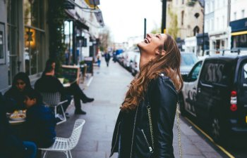 """Nu lasa ca """"mai tarziu"""" sa devina """"prea tarziu"""": 10 lucruri pe care sa le faci in tinerete"""