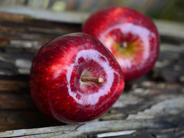 Mugur Isarescu: Ce m-a frapat pe mine este ca importam foarte multe mere
