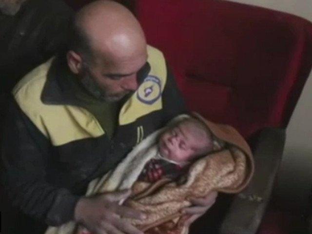 Un salvator voluntar a fost nevoit sa isi scoata propria familie de sub daramaturi / VIDEO