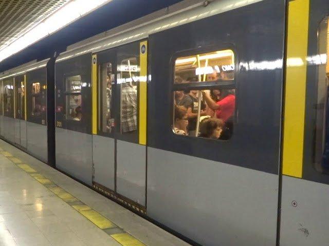 Un copil de 2 ani a fost salvat de pe sinele metroului din Milano / VIDEO