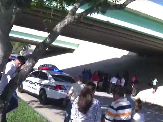 Atac armat la un liceu din Florida: Cel putin 15 morti . Ucigasul, un adolescent cu probleme amator de arme