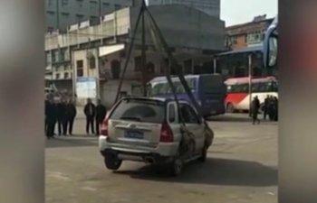 Ce pedeapsa a primit un sofer care si-a parcat masina intr-un loc nepermis/ VIDEO