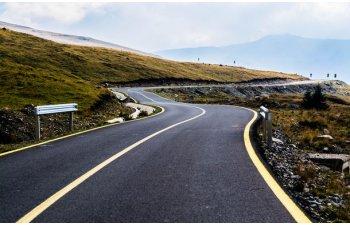 Raport de la Politia Romana: 90% din drumurile tarii au o singura banda pe sens, fapt ce afecteaza siguranta in trafic si timpul de calatorie